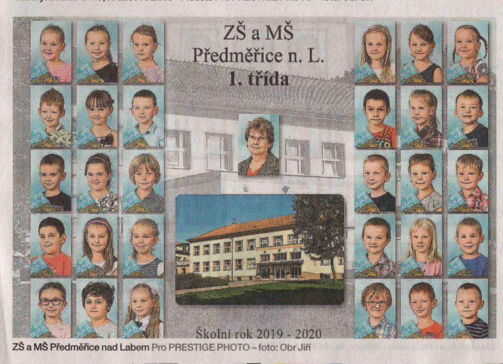 Foto prvňáčků na pozadí školy.